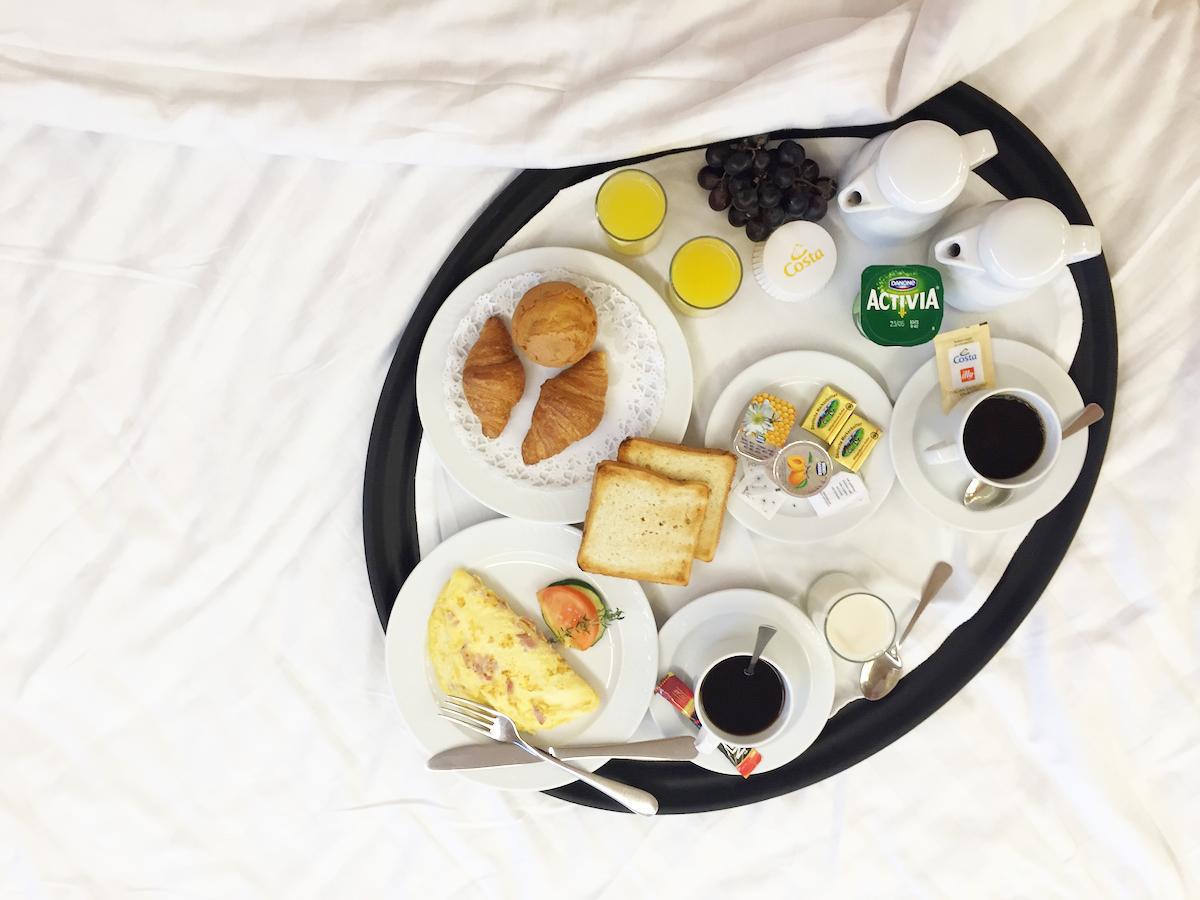 colazione in camera costa